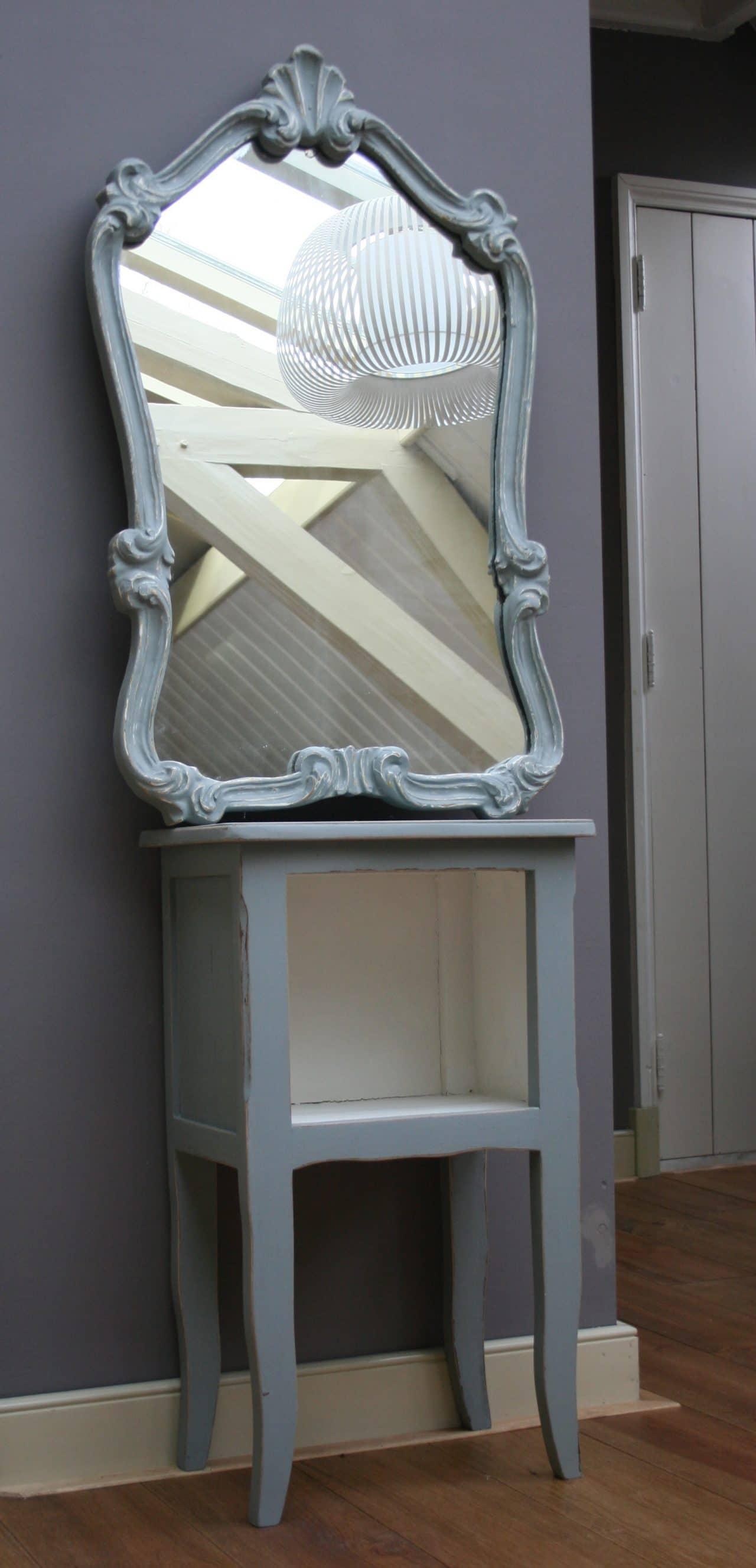 Sidetable Met Bijpassende Spiegel.Nachtkastje En Bijpassende Spiegel