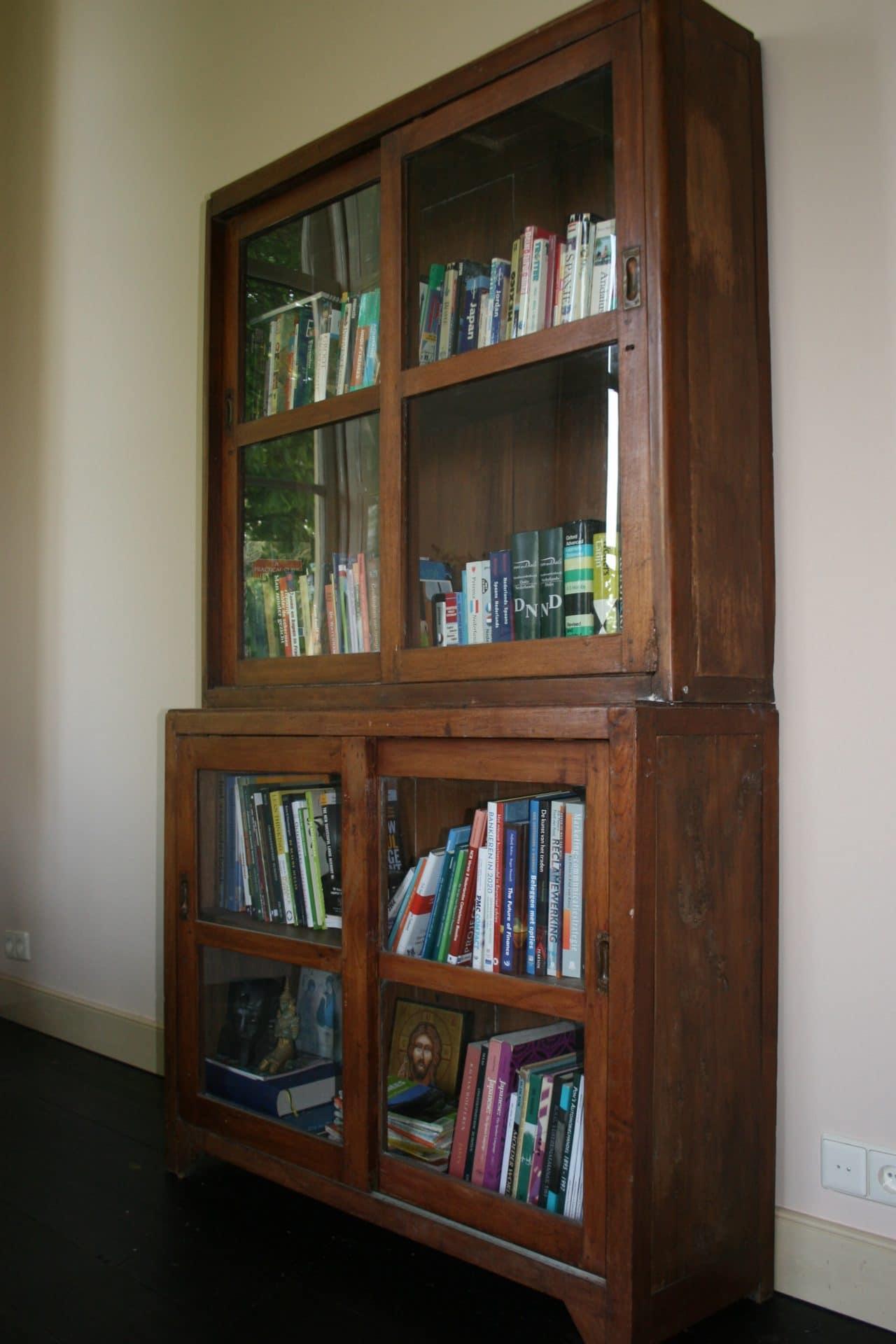 Oude antieke boekenkast (verkocht) | DEPT.64